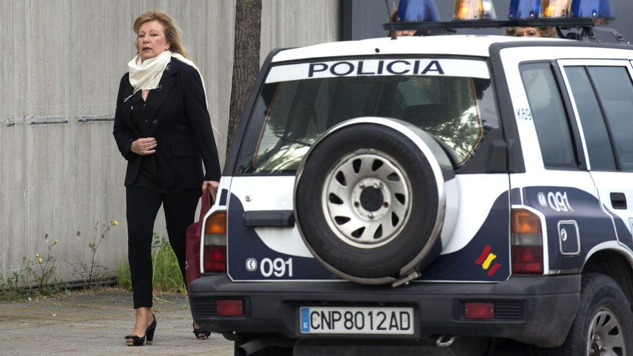 Transporte urbano a la baja.Ficha policial brasileña de Sérgio Roberto de Carvalho con sus huellas, que coinciden con las tomadas a Paul Wouter tras su detención en agosto del 2018 por un alijo en Galicia.