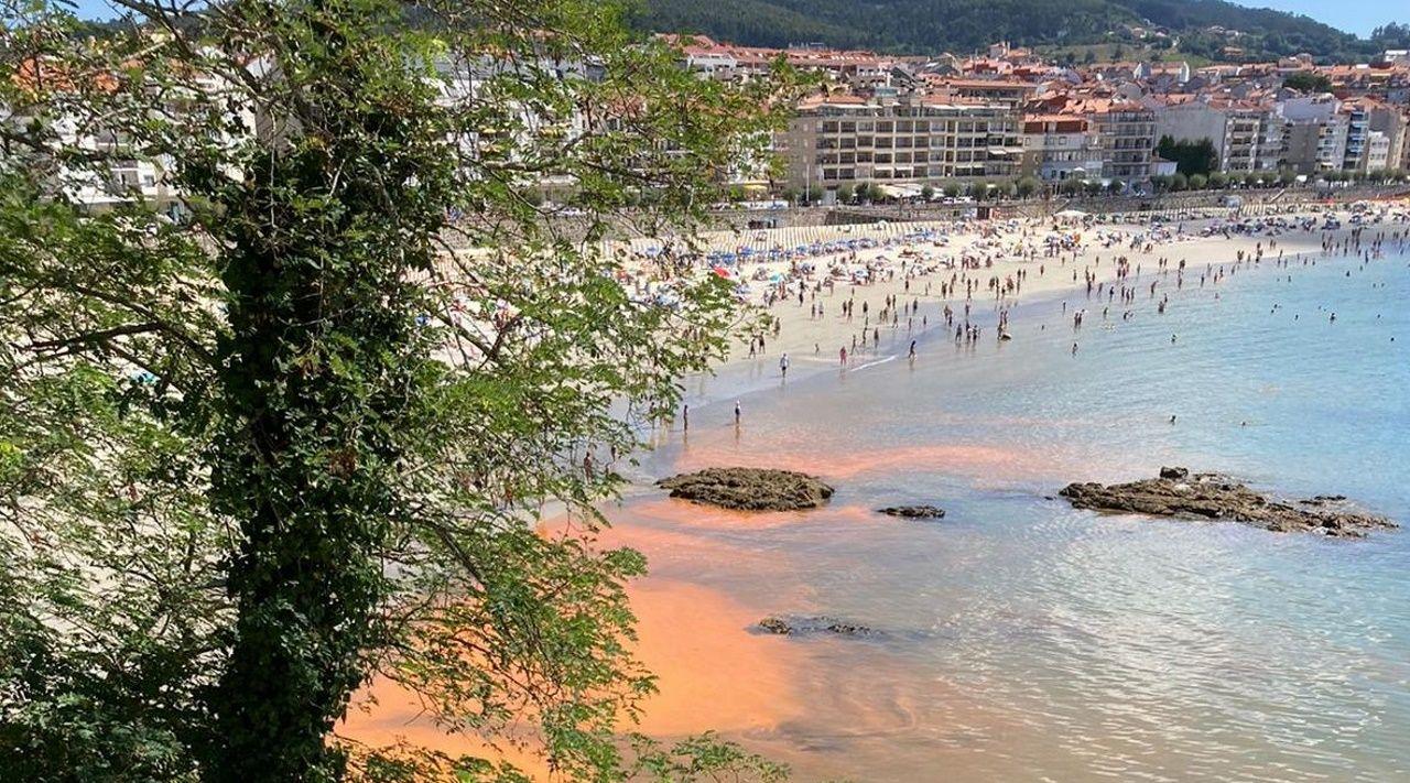 Playa de San Lorenzo Gijon.El escritor Xosé Carlos Caneiro recuerda las fotos que sacaba a su familia en la playa