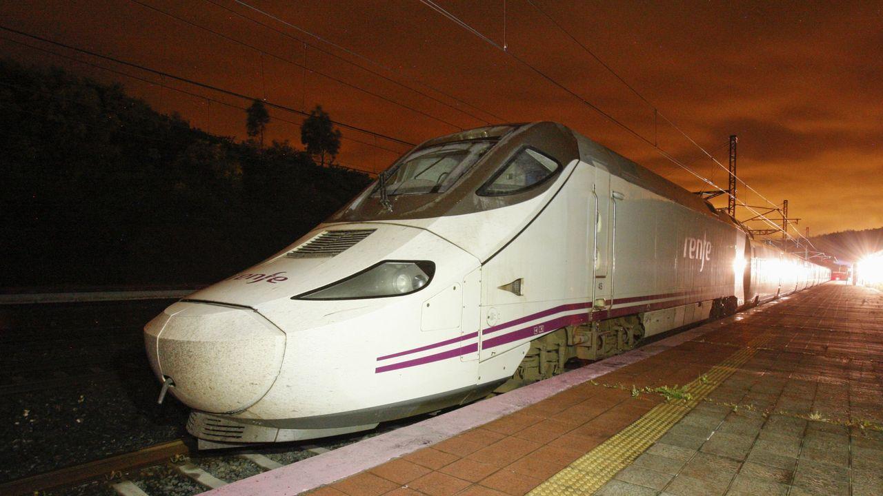 Un tren Alvia de la línea de A Coruña a Barcelona en una imagen de archivo