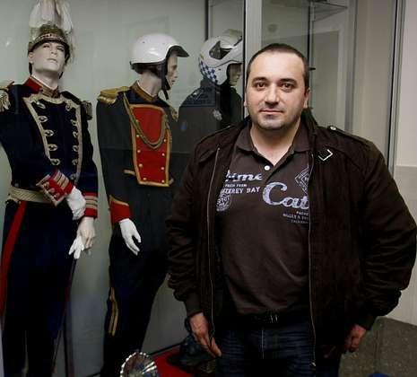 El policía local Santiago Martínez Pardo imparte un curso sobre los riesgos de las redes.