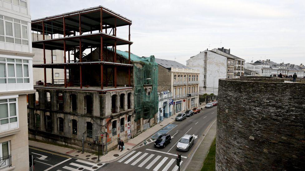 LUGO. Casa de Pita. Los planes de este edificio del casco histórico eran desmontar la fachada, vaciarlo y vender pisos de lujo. El promotor presentó concurso en el 2013. La licencia ya está caducada.