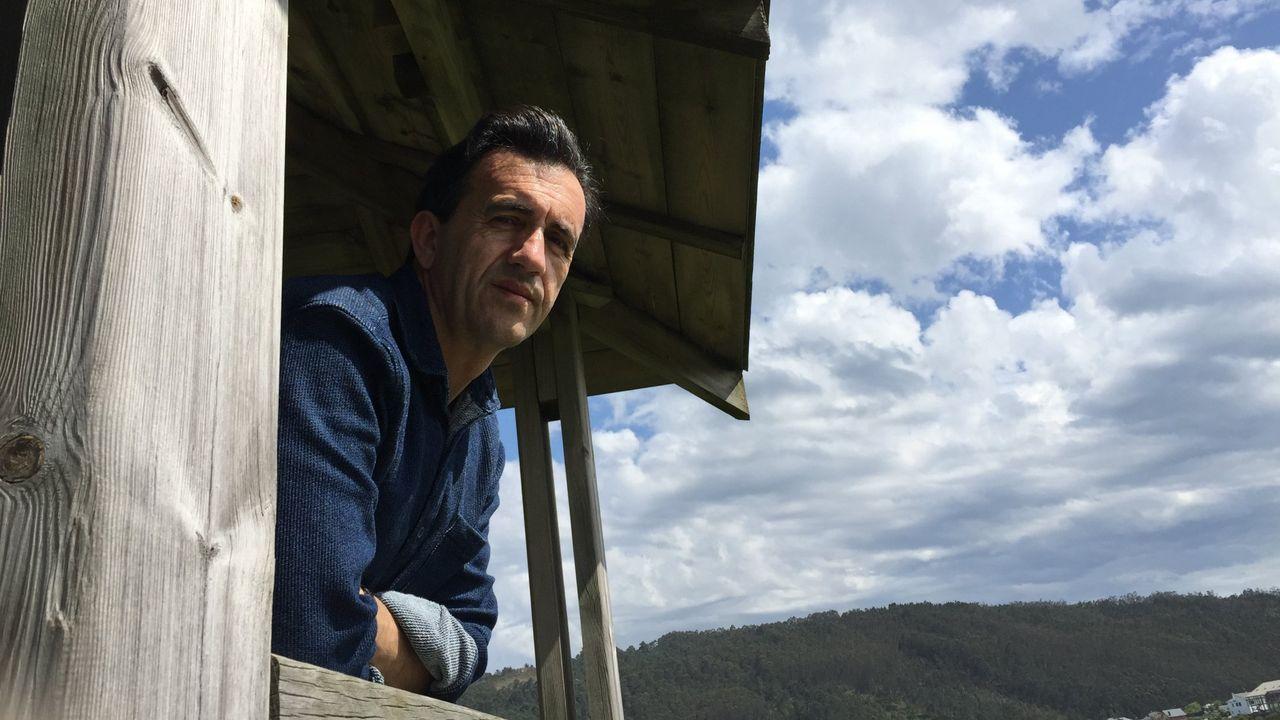 libros.Miguel Sande practica unha poesía sinxela pero resultado dun longo proceso de traballo