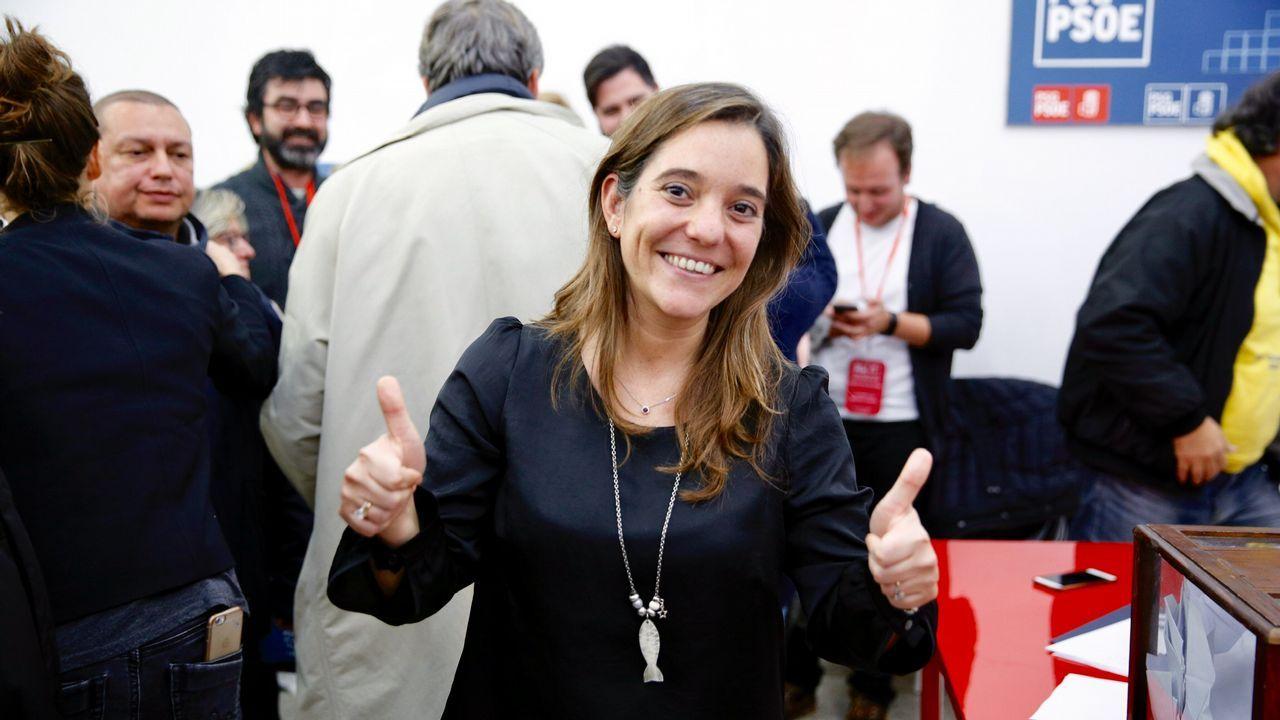 Activistas de Greenpeace escalan la torre de la central térmica de Meirama.El presidente de la Diputación de A Coruña agradeció el premio, en presencia de Carmen Calvo y Abel Caballero