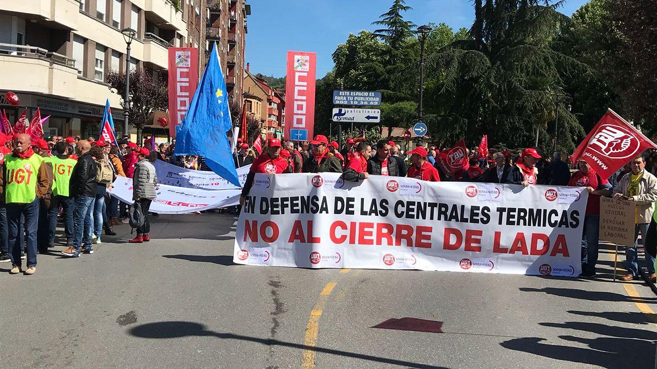 ¡Búscate en la gran marcha contra el cáncer de Carballo!.Manifestación del Primero de Mayo de 2018 en Asturias