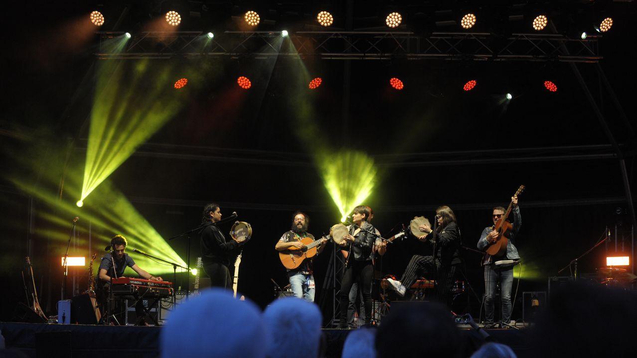 Colaboración entre Os amigos dos músicos y Tanxugueiras