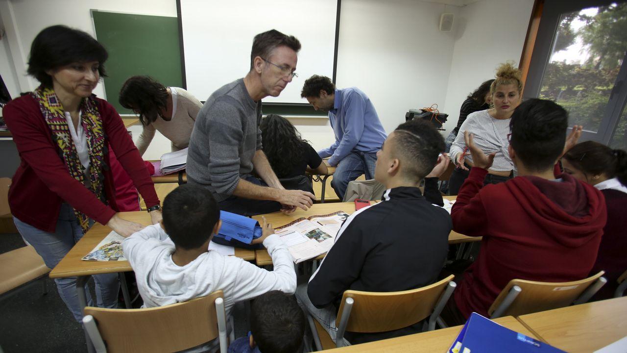 La labor humanitaria del «Cantabria».Imagen tomada el sábado pasado en el aula de apoyo escolar de la OCV en el campus de Ferrol
