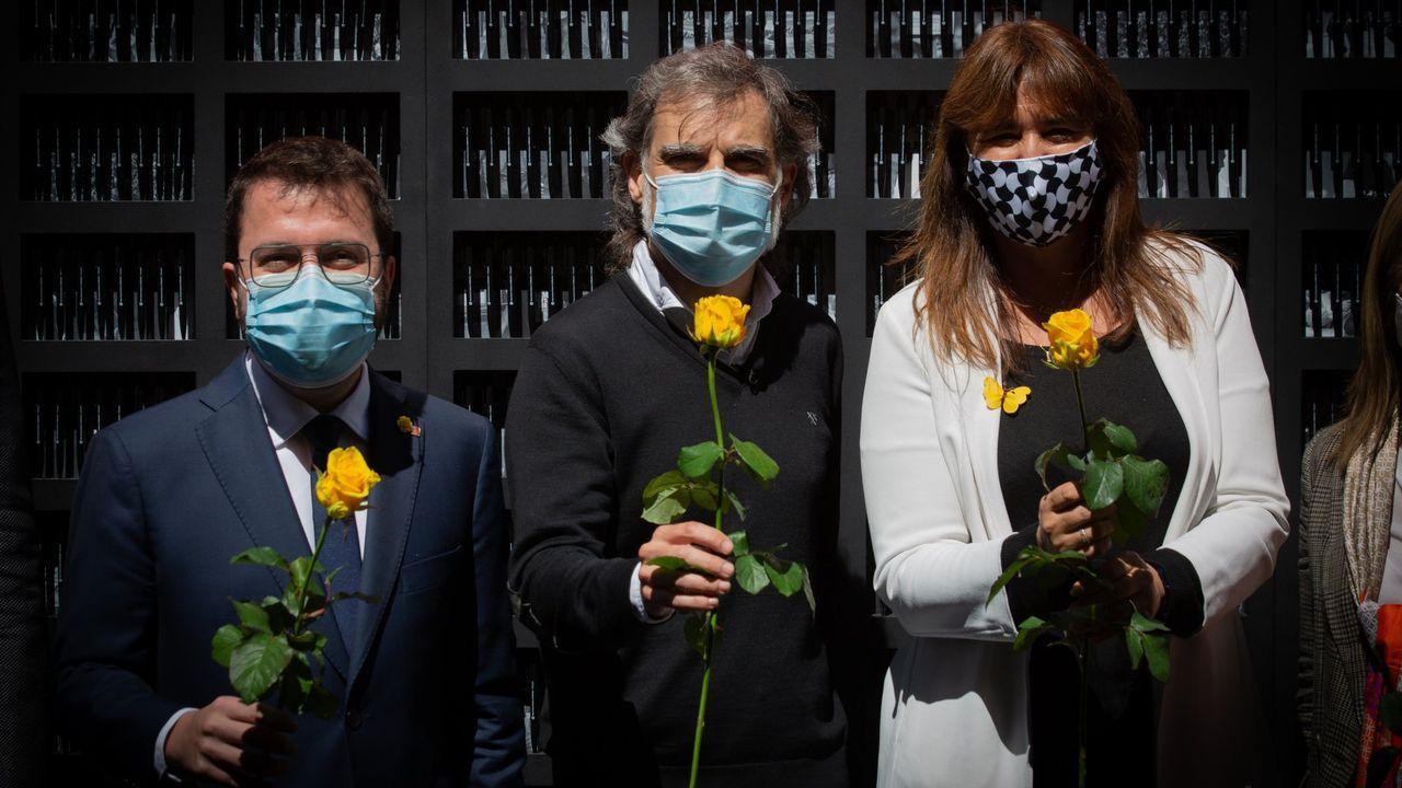 Pere Aragonès (ERC), Jordi Cuixart (Ómnium) y Laura Borràs (Junts), el viernes, en un acto de Sant Jordi en Barcelona