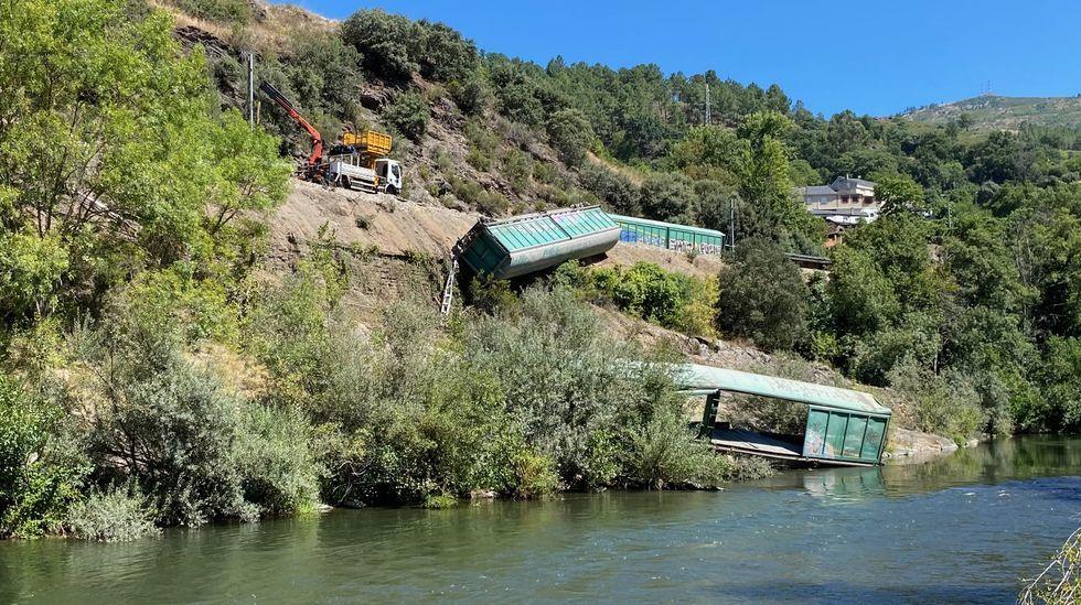 Los vagones tirados ladera abajo hacia el Sil