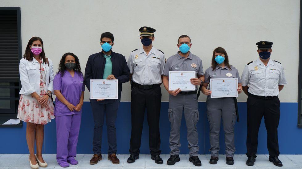 Entrega del reconocimiento al personal de seguridad privada de la residencia pública de Barbadás