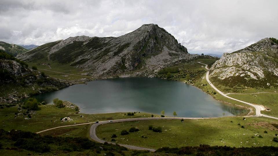 Maroto explica las medidas desplegadas en Asturias.Los Lagos de Covadonga, situados en los Picos de Europa son unas hermosas formaciones glaciares que atraen al turismo por su belleza paisajística natural.