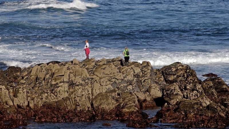 Medio centenar de personas peinaron la costa para tratar de localizar los cuerpos.