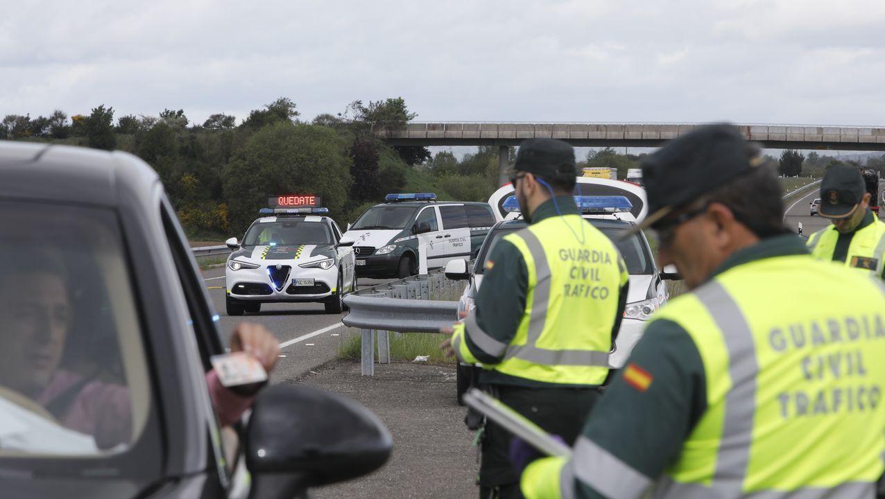 Imagen de un control de la Guardia Civil de Tráfico