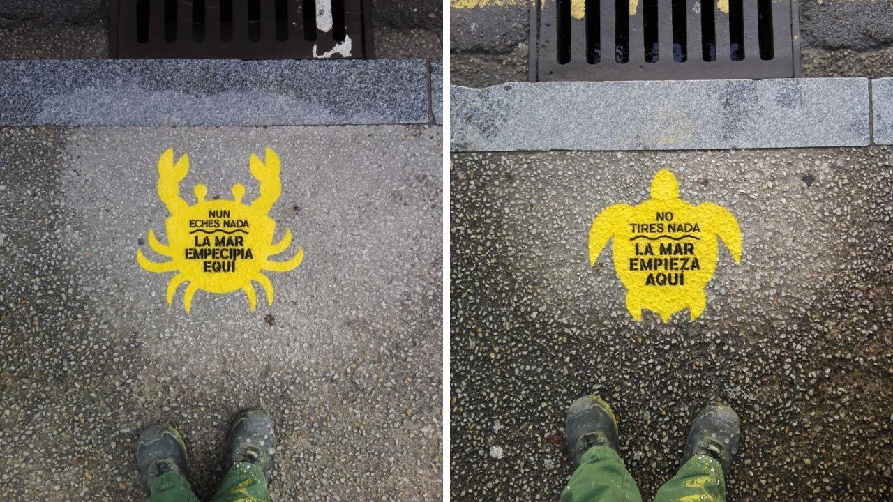 Dos de las serigrafías ya colocadas en alcantarillas de Gijón para evitar que las colillas acaben en el mar, en asturiano y en castellano