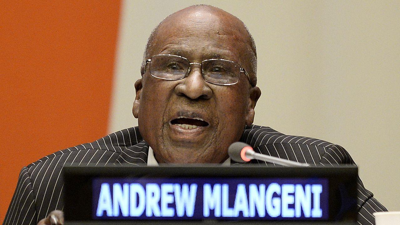 Imagen de archivo de Andrew Mlangeni  en la reunión del pleno de la Asamblea General en conmemoración del día internacional de Nelson Mandela en la sede de la ONU en Nueva York