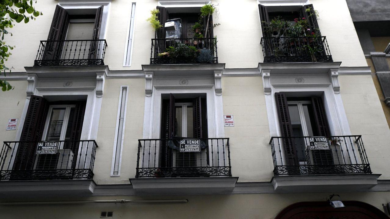 Las terrazas de una céntrica calle de Oviedo, cerradas durante la desescalada