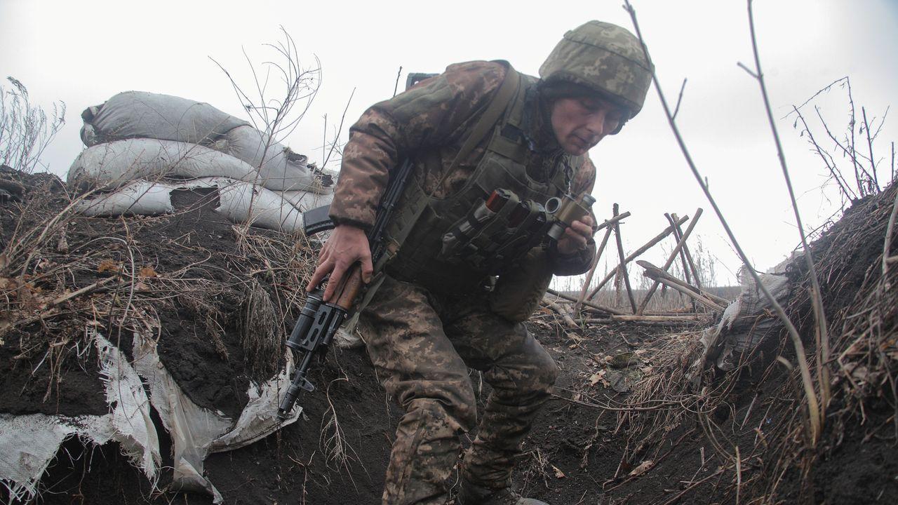 Así está siendo el inicio del despliegue de la Brilat en Rumanía.Un soldado ucraniano, en las proximidades de la ciudad de Donetsk