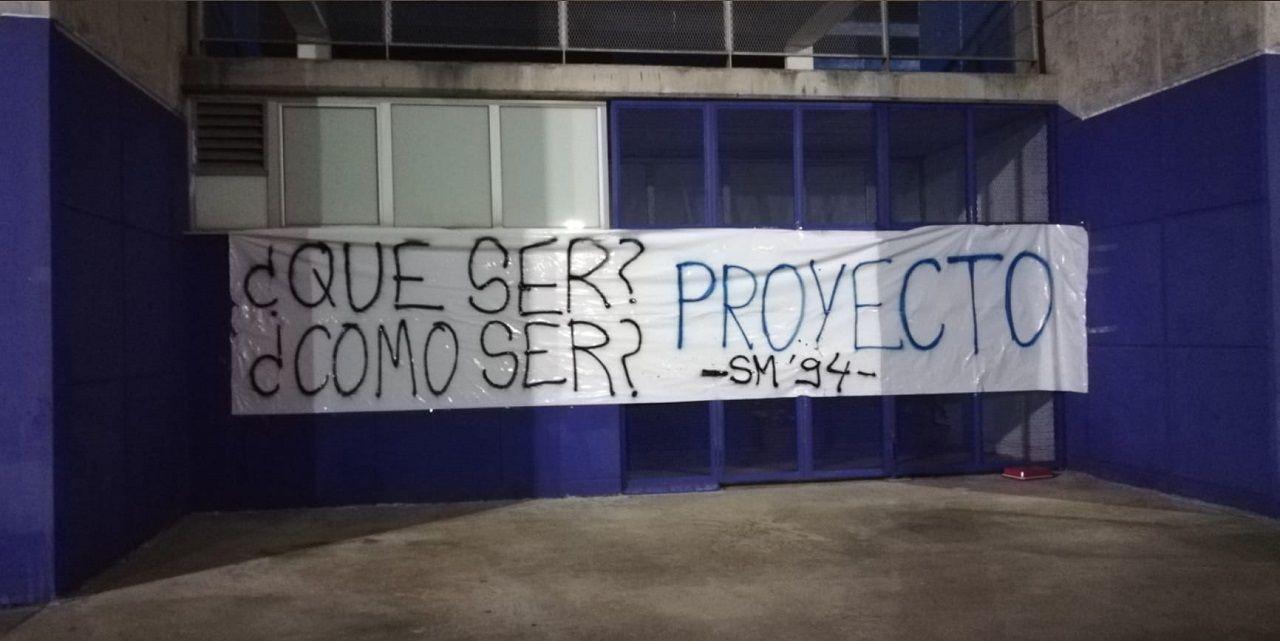 Real Oviedo Sporting derbi asturiano El Molinón.Pancarta colocada por Symmachiarii en el Carlos Tartiere