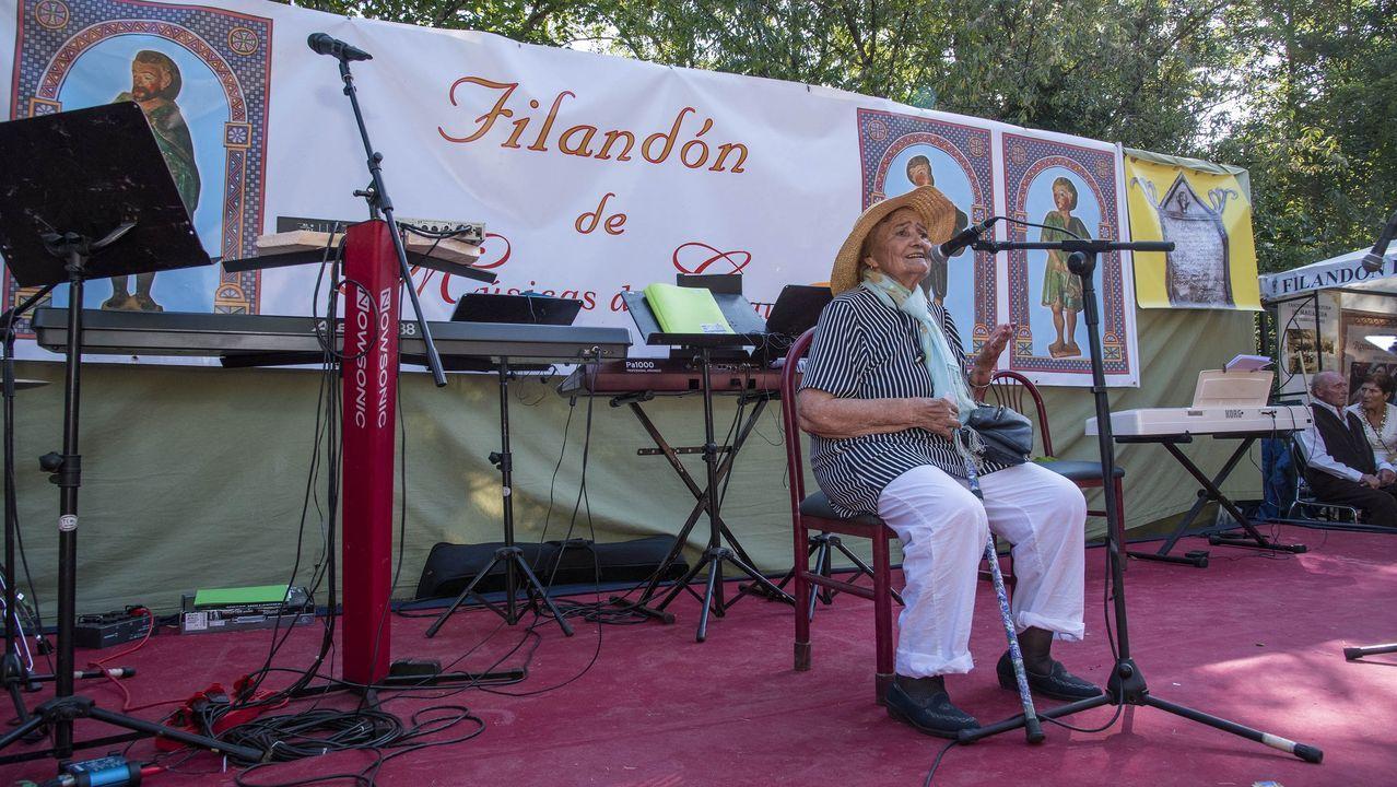 Argentina Rodríguez Pardo interpretando cantares de seitura na edición do 2019 do Filandón de Músicas do Courel