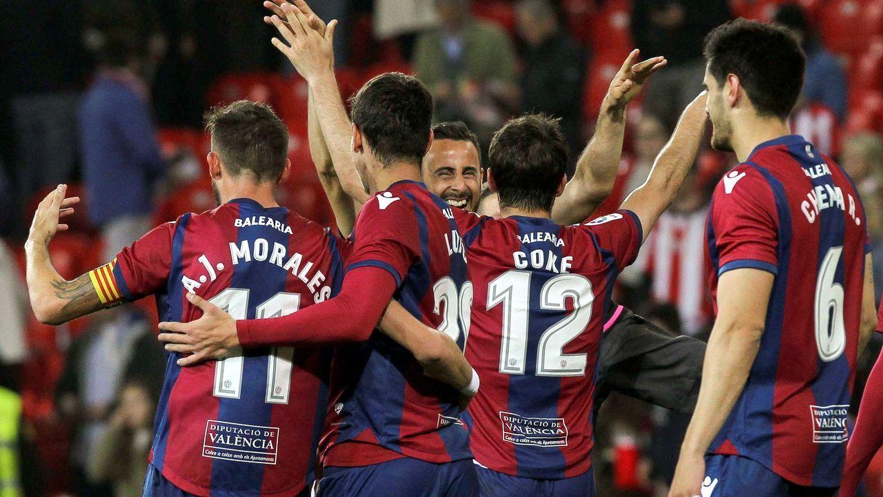 Los mejores momentos de Lassad en el Deportivo.Iniesta aplaude en Riazor en el partido del 2011, el primero tras el gol del Mundial.