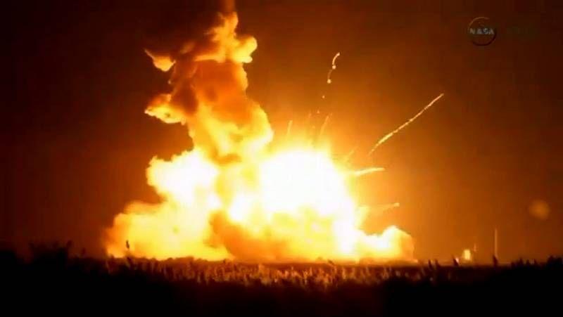 Espectacular explosión de un cohete tras despegar