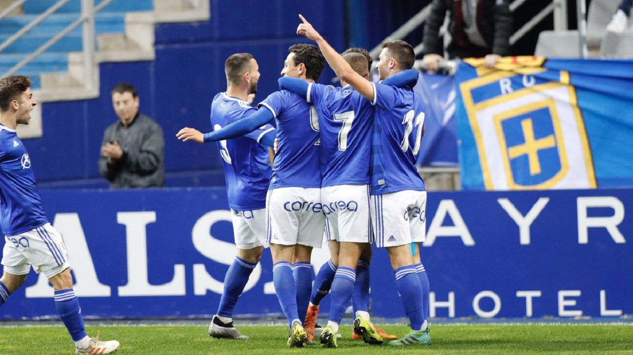 Los jugadores del Vetusta celebran el primer gol al Sporting B