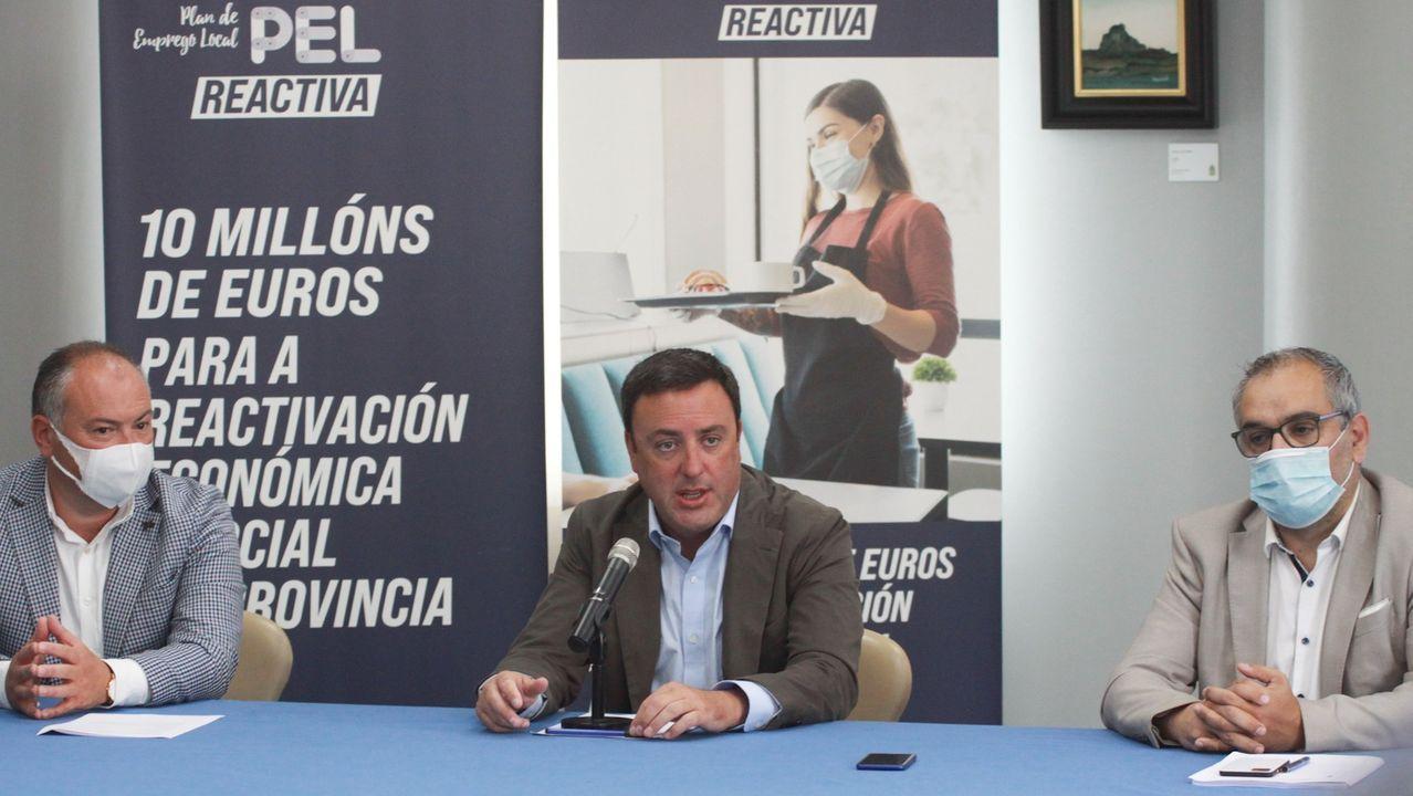 Valentín habla con la portavoz del PP provincial, Rosa Gallego