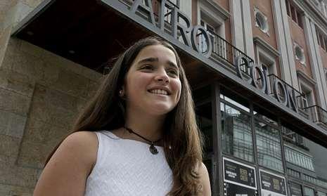 Felipe VI y Letizia Ortiz han tenido un sentido recuerdo para las víctimas del Alvia.Un público de menos de 30 años llenó ayer el auditorio de Abanca para conmemorar la JMJ.