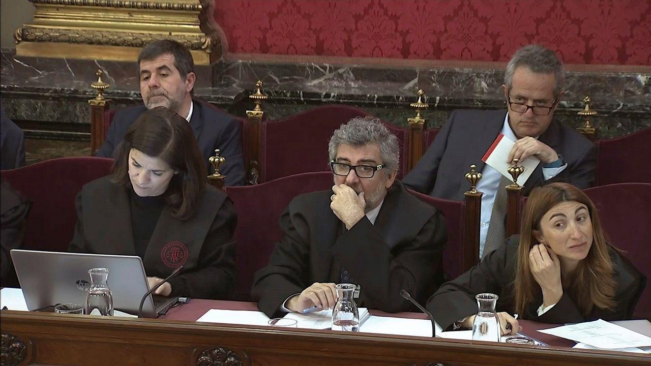 Un comisario pone en evidencia al abogado de Junqueras recordándole su participación como mediador en un colegio el 1-O.Torra, durante una intervención en el pleno del Parlamento de Cataluña