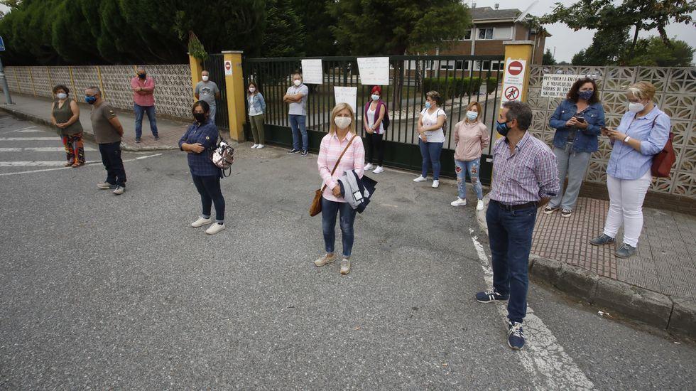 Protesta en el CEIP de Castro Riberas de Lea, en Castro de Rei