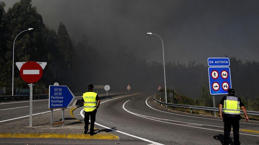 El incendio de Cacheiras obliga a desalojar varias viviendas en Teo