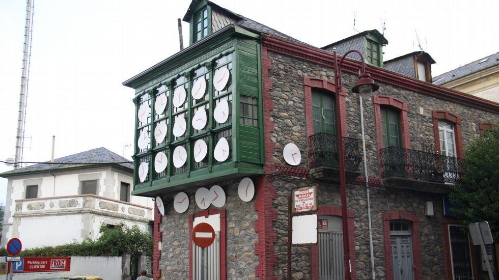 Festival enBarcarte. En la avenida Manuel Quiroga puede verse «Que tarde vou chegar», del colectivo Los Ratón
