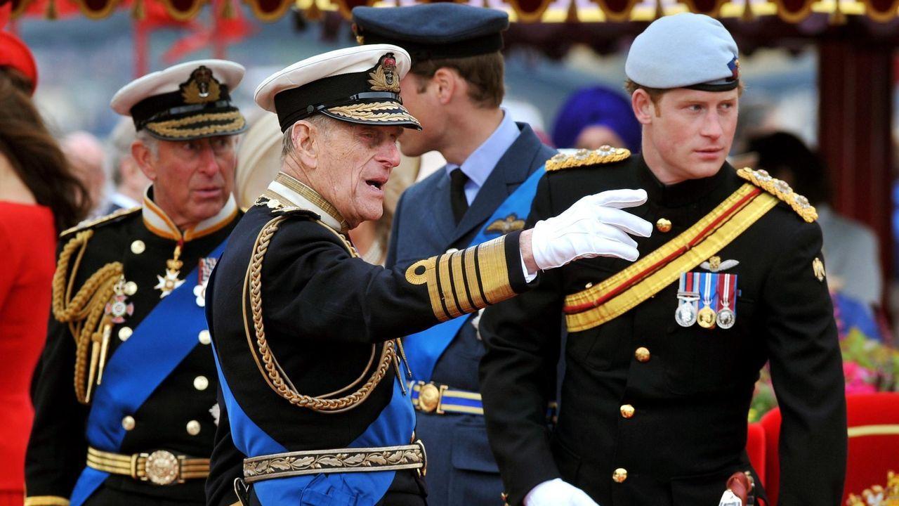 El último adiós al duque de Edimburgo, en imágenes.Los príncipes Carlos, Felipe y Enrique, en una imagen del 2012