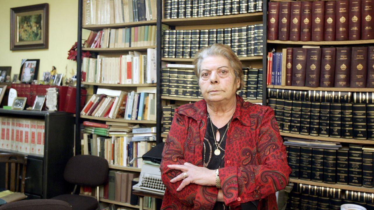 Esperanza López Silvosa no seu despacho na Rúa Conde Pallares, no 2008