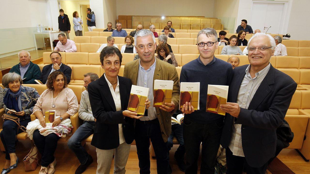 Dolores Vilavedra, Valentín García, Fernando Redondo e Víctor F. Freixanes, este mércores na presentación do libro de Neira Vilas