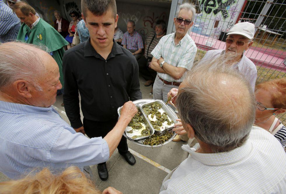 Antes de dar comienzo la comida se sirvieron pimientos a los asistentes.
