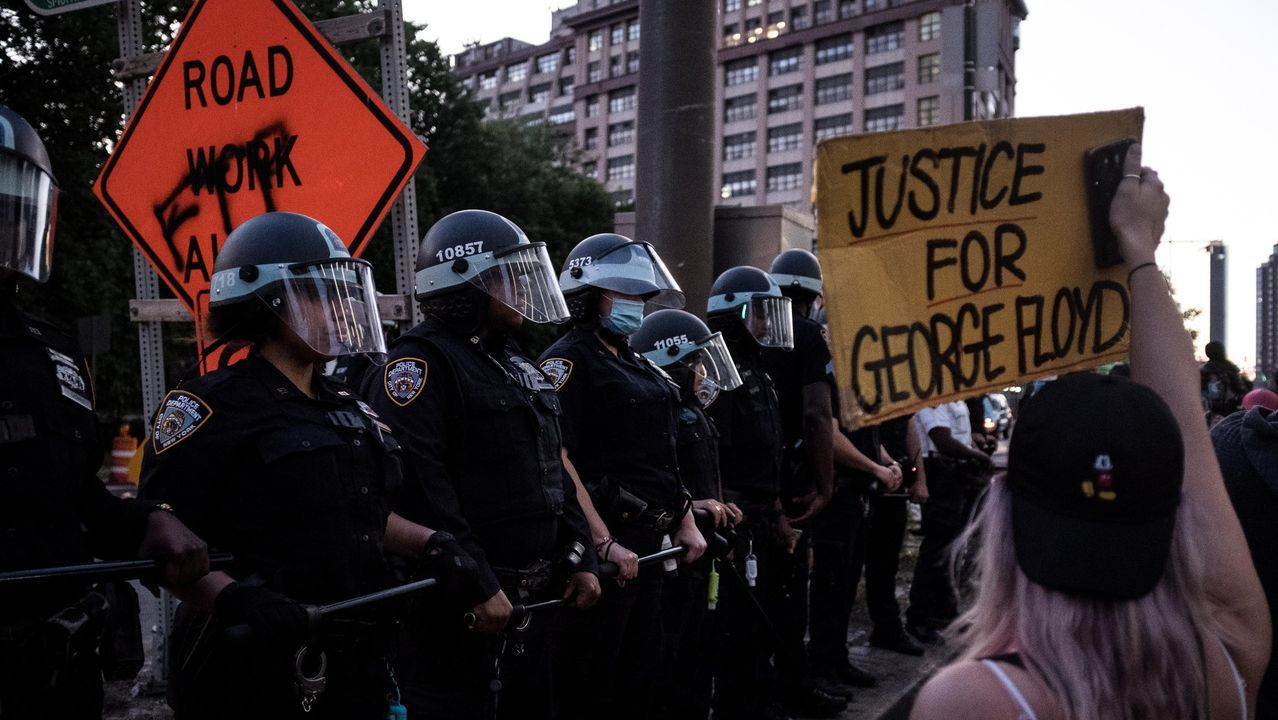 Manifestantes en Nueva York en una movilización del movimiento Black Lives Matter, tras el asesinato de George Floyd