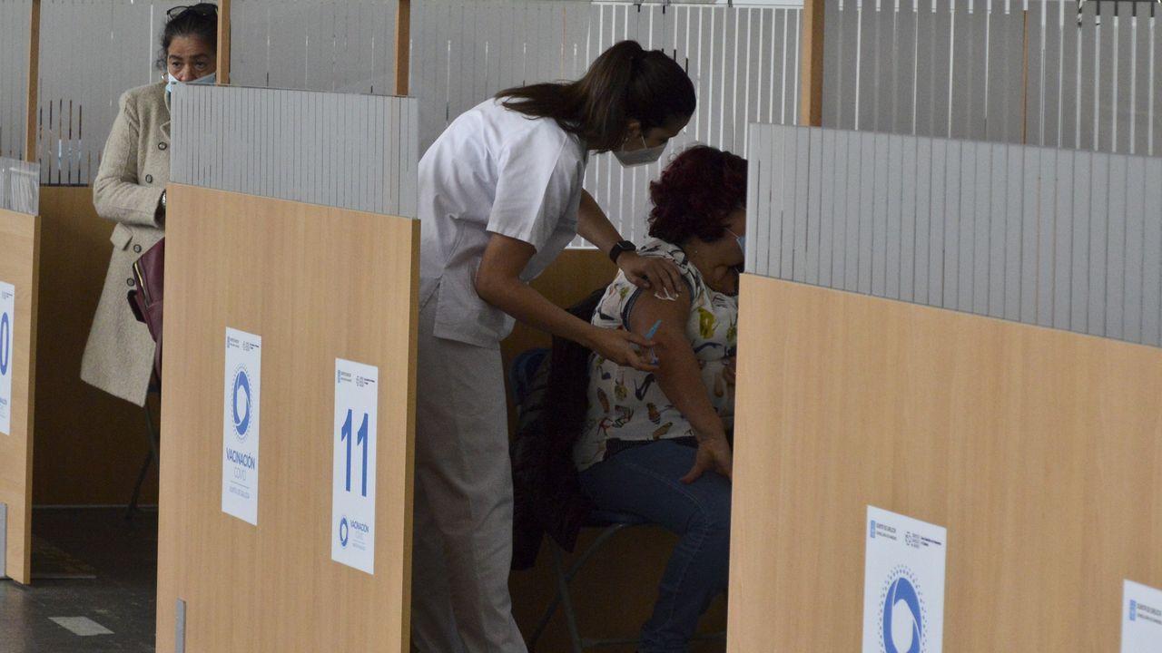 Vacunación contra el covid, ayer, en el recinto ferial de Pontevedra para menores de 60 años