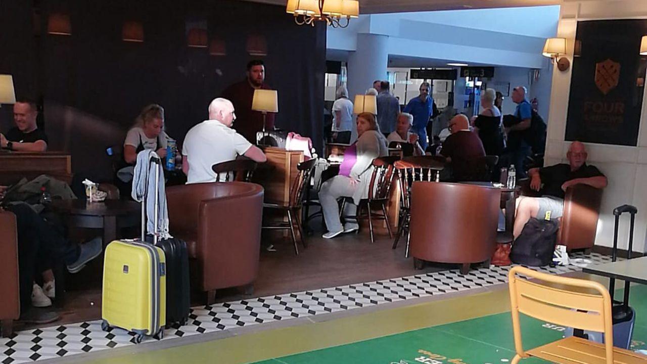 Pasajeros en Tenerife, esperando por una solución para sus vuelos cancelados
