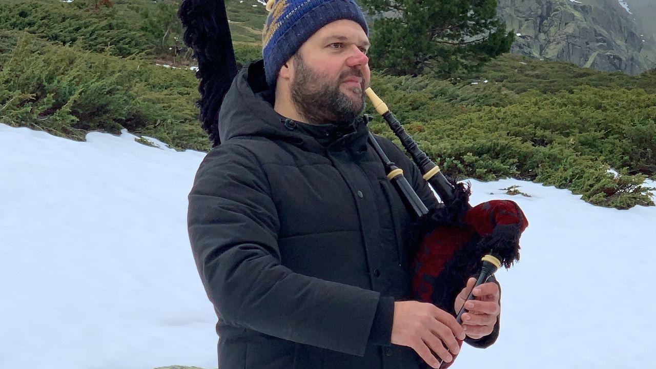 Bras Rodrigo, durante la grabación del vídeo de «Un año de felicidad»