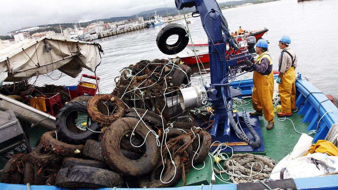 Residuos recogidos del mar en Ribeira, en una foto de archivo
