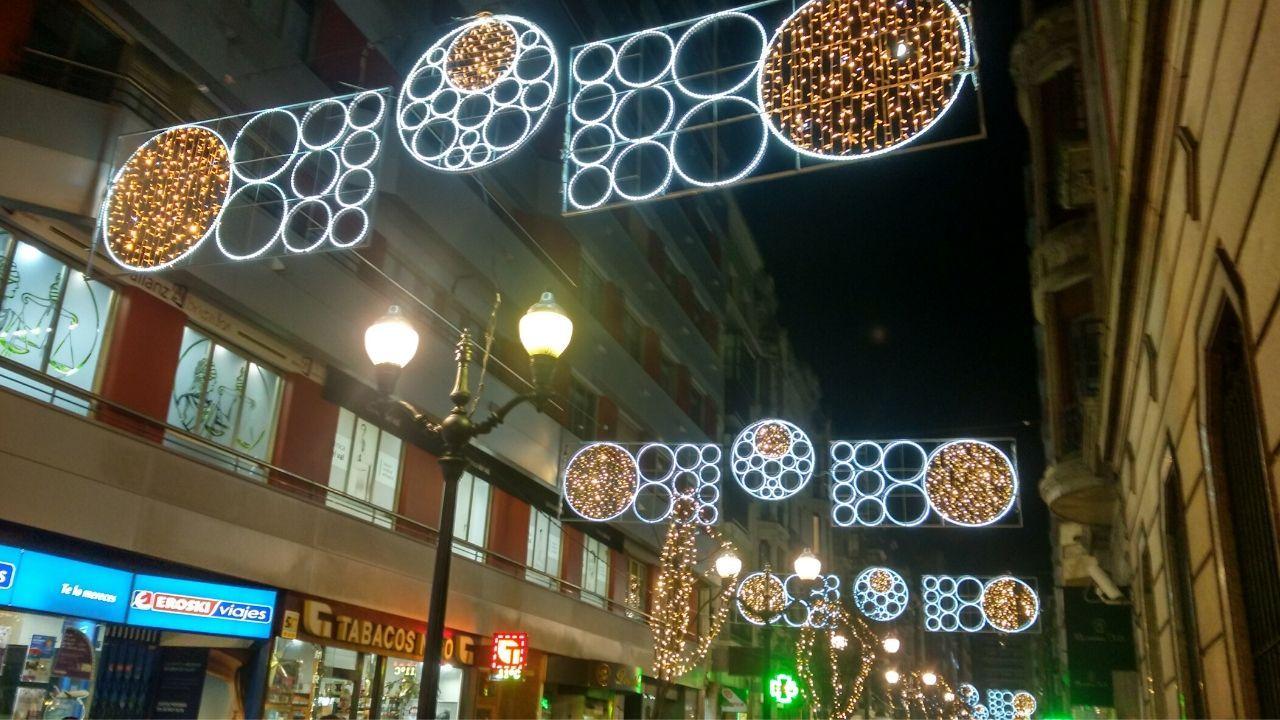 Los adornos navideños de la calle Corrida