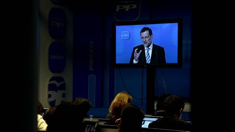 Los afectados por los desahucios piden ayuda a los votantes del PP: «No somos terroristas».Escrache contra los desahucios frente a la sede del PP en Lugo