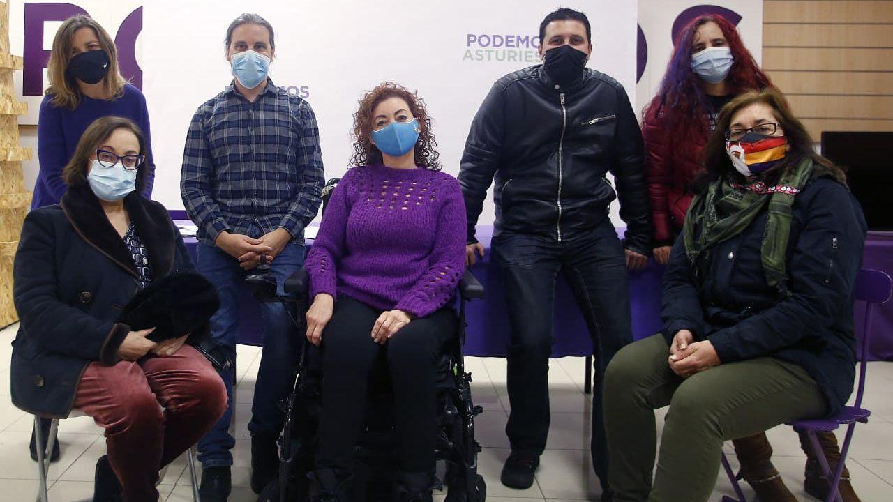 Directiva de Podemos Oviedo con Lluisa Nogueiro, su portavoz, en el centro