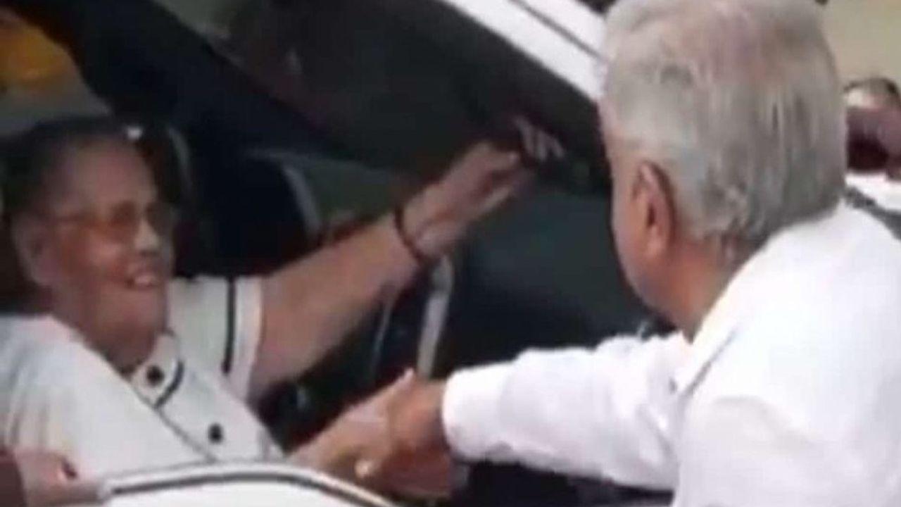 López Obrador se acercó a la madre del Chapo para saludarla