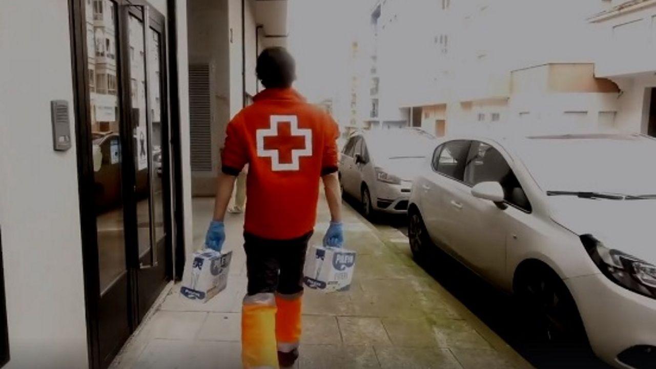 La recreación de cuadros cala en Ordes.Cruz Roja reparte estos días en Viveiro alimentos del Concello y alimentos donados por la Unión Europea