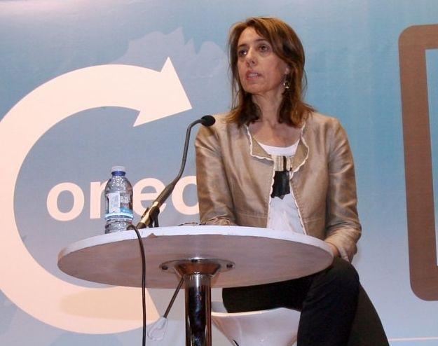 Concentración en repulsa del asesinato machista en Becerreá.Raquel Arias quiere presidir el partido a nivel provincial.