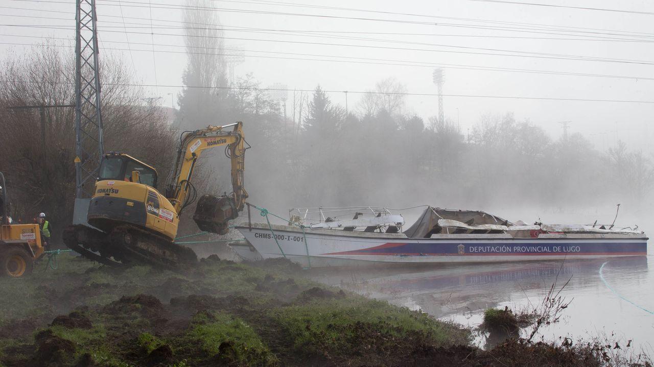 La retirada del catamarán hundido en el Miño, en imágenes.El viaducto de Teixeiras, una de las estructuras que ponían en riesgo las obras del AVE