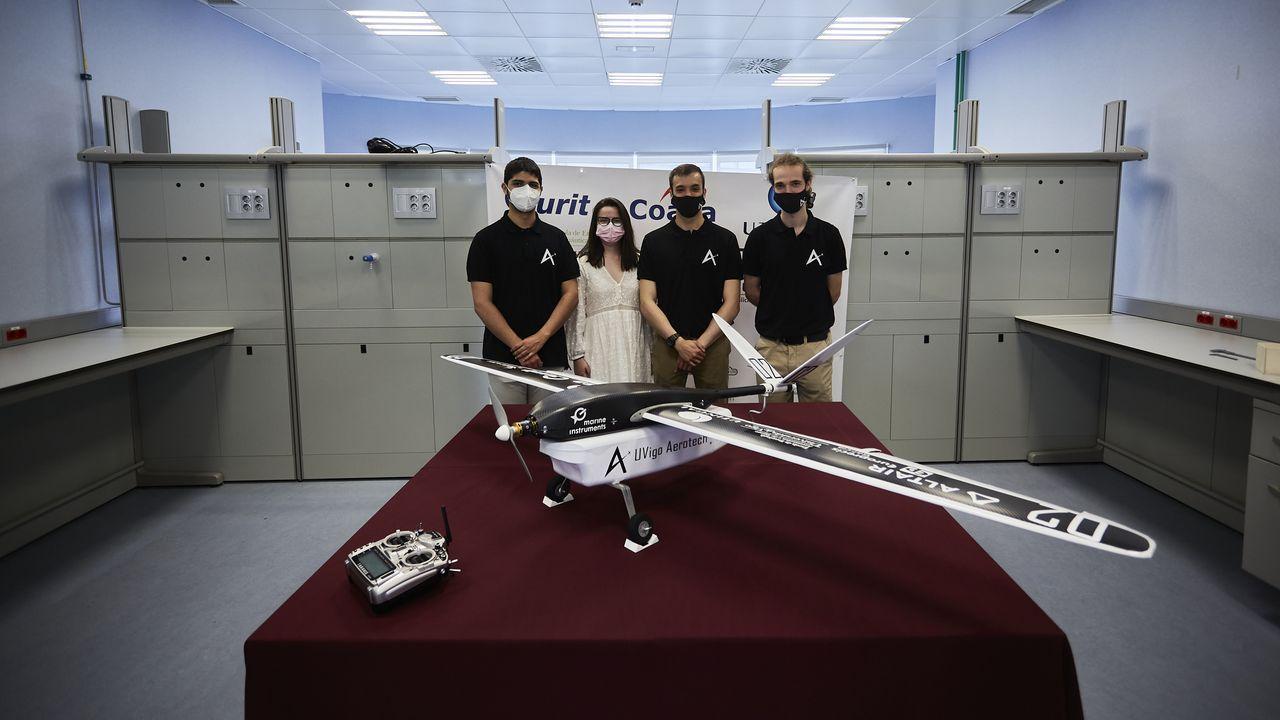 Pablo Domínguez, Gema Acea, Christian La Banca y Daniel Velasco, integrantes del equipo UVigo Aerotech