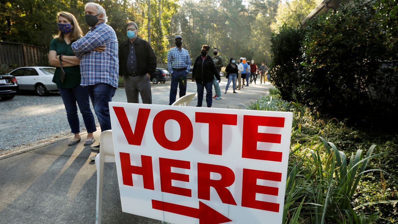 Larga cola de los vecinos de Durham (Carolina del Norte) para depositar su voto anticipado