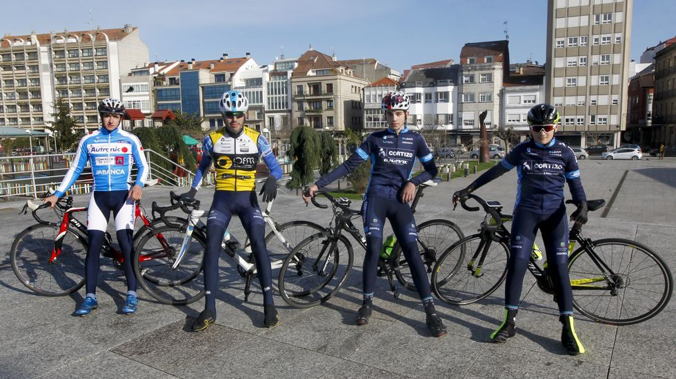 La nieve hace acto de presencia en la Vuelta a Asturias.Nairo Quintana celebra su triunfo en Lagos de Covadonga